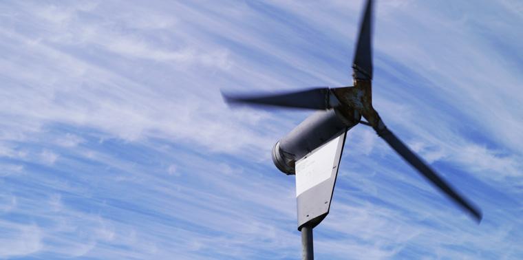 Small-scale wind turbine