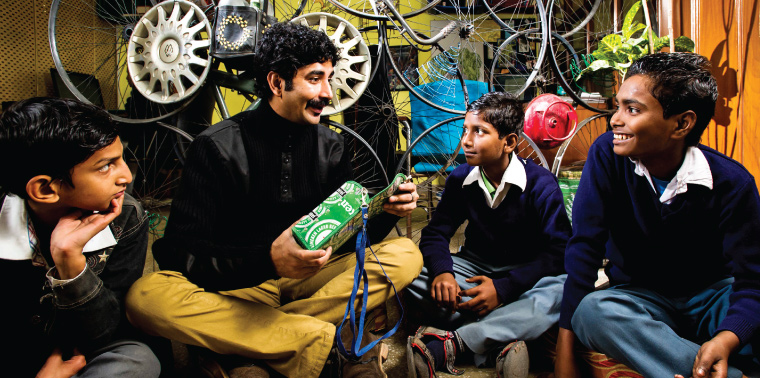 Vimlendu Jha interacts with children from Jagdamba camp