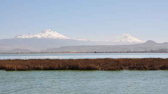 volcanoes Popocatépetl and Iztaccihuatl