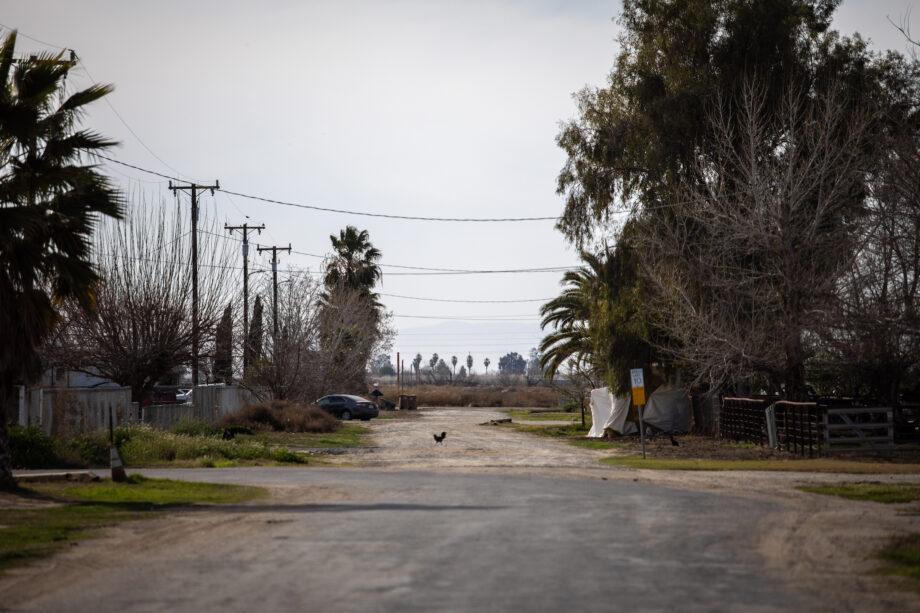 A street in El Adobe, CA in Kern County.